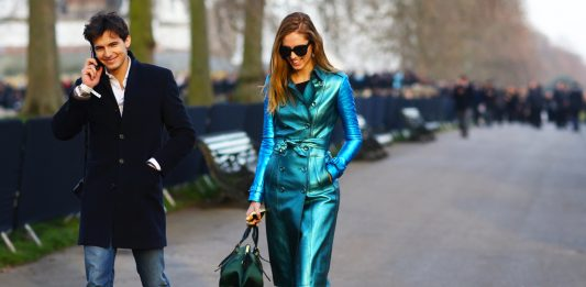 "Metallic Style – Πως να φορεσεις την ταση των ""μεταλλικων"" ρουχων 57da6488469"